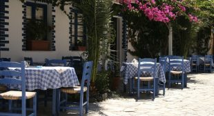 Greece develops cashless, Euro-free currency in tight economy