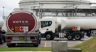 EU lorry drivers will not help Britain ease its fuel crisis, union says