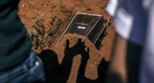 Brazil Seeks to Hold Bolsonaro Accountable for More Than 400,000 Covid-19 Deaths