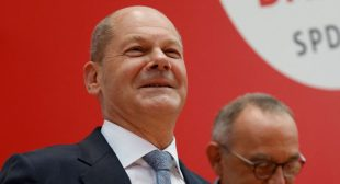 Social Democrats, Greens Eye Coalition After Outgoing Merkel's Bloc Ousted in German Elections