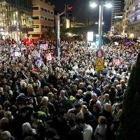Tens of thousands of Israelis protest against Netanyahu, corruption